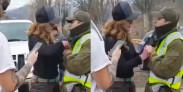 Cata Pulido forcejeando con un Carabinero, en imágenes tomadas del video que se viralizó a través de Twitter.