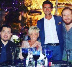 Argandoña junto a su pololo Félix Ureta, Max Luksic (director ejecutivo de Canal 13) y otro de los 25 invitados. Foto tomada del instagram @fxureta